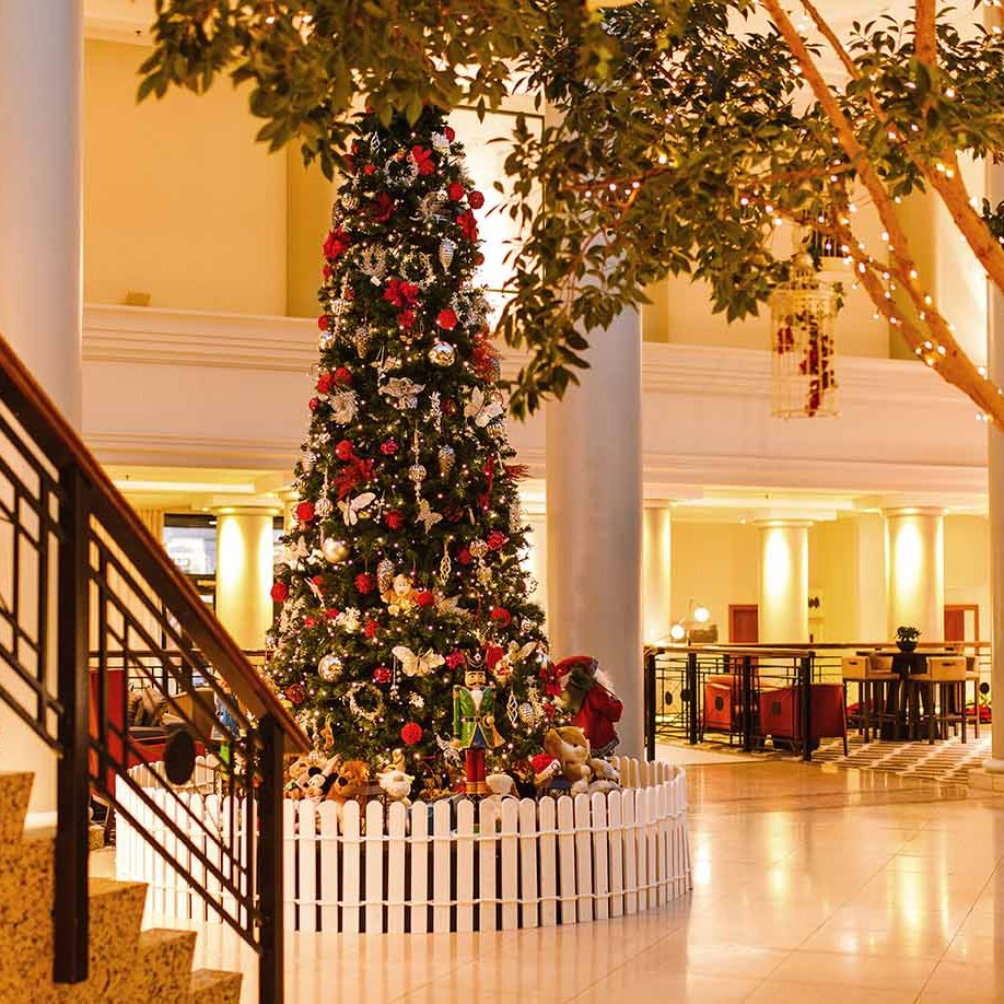 Hyatt-Regency-Birmingham-Christmas-Lobby-Tree